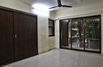 Gallery Cover Image of 1250 Sq.ft 2 BHK Apartment for rent in Naiknavare Trinity Court, Koregaon Park for 27000