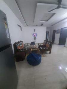Gallery Cover Image of 2000 Sq.ft 3 BHK Independent Floor for rent in BPTP Parklands Plots, Sector 85 for 19000