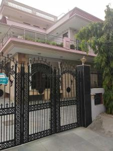 Gallery Cover Image of 2000 Sq.ft 4 BHK Independent Floor for rent in Sector 31 for 50000