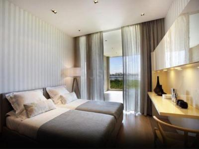 Gallery Cover Image of 2500 Sq.ft 3 BHK Apartment for rent in Godrej Bayview, Worli for 375000