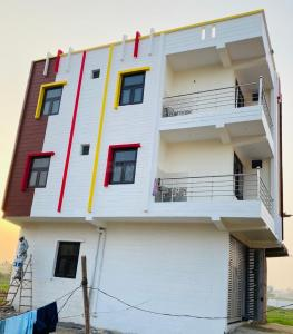 Gallery Cover Image of 2250 Sq.ft 5 BHK Villa for buy in Karpura KC Green Avenue, Noida Extension for 6089990