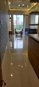 Gallery Cover Image of 900 Sq.ft 2 BHK Apartment for buy in Shree Shakun Heights, Goregaon East for 19400000