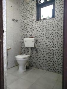 Bathroom Image of Royal PG in Said-Ul-Ajaib