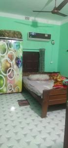 Gallery Cover Image of 1100 Sq.ft 2 BHK Independent Floor for rent in Thakurpukur for 7000
