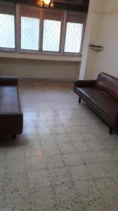 Gallery Cover Image of 700 Sq.ft 2 BHK Apartment for rent in Bandra West for 70000