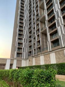 Gallery Cover Image of 910 Sq.ft 2 BHK Apartment for buy in Wadala for 27000000