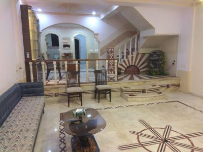 Gallery Cover Image of 3000 Sq.ft 6 BHK Villa for rent in Andheri CHS, Andheri West for 150000