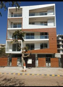 Gallery Cover Image of 3762 Sq.ft 4 BHK Independent Floor for buy in Sushant Lok 3, Sector 57 for 17500000