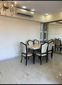 Gallery Cover Image of 691 Sq.ft 2 BHK Apartment for buy in Kandivali West for 14000000