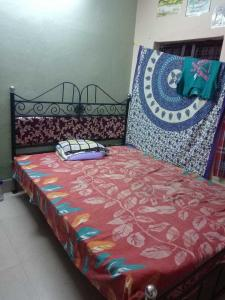 Gallery Cover Image of 100 Sq.ft 1 RK Independent House for rent in Jadavpur for 2500
