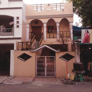 Gallery Cover Image of 600 Sq.ft 2 BHK Independent House for buy in Bagadganj for 8000000
