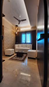 Gallery Cover Image of 400 Sq.ft 1 RK Apartment for buy in Interintel Gurnani Palms Wing A, Andheri West for 11900000