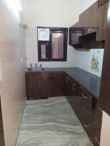 Gallery Cover Image of 1350 Sq.ft 3 BHK Independent Floor for buy in Pitampura for 27500000