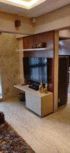Gallery Cover Image of 550 Sq.ft 1 BHK Apartment for buy in Andheri West for 12900000