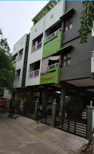 Gallery Cover Image of 1000 Sq.ft 2 BHK Apartment for rent in Sembakkam for 12000