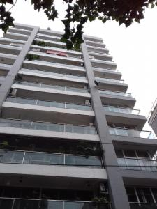Gallery Cover Image of 3200 Sq.ft 5 BHK Apartment for rent in Juhu for 300000