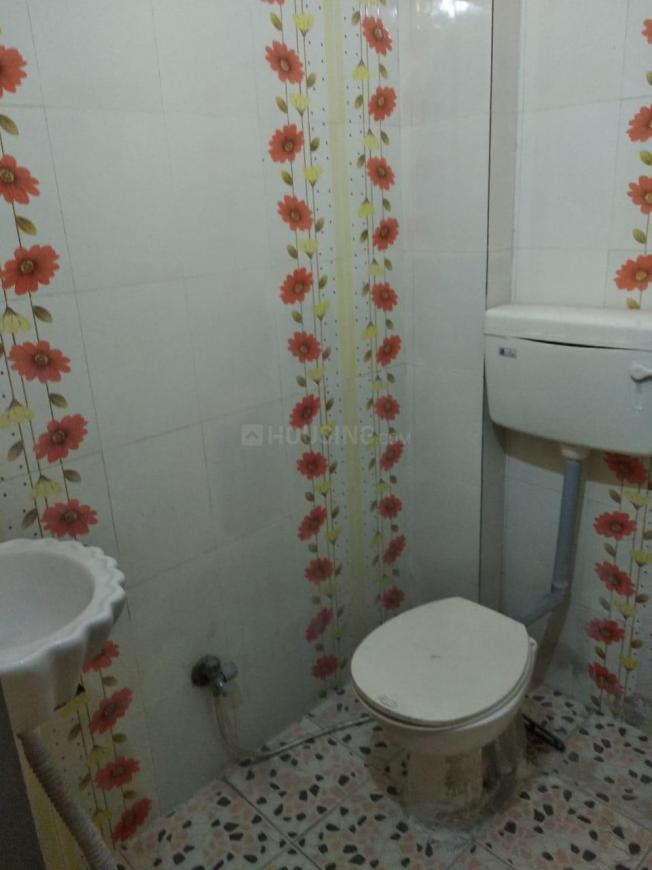 Common Bathroom Image of 750 Sq.ft 1 BHK Independent House for rent in Patel Nagar for 6500