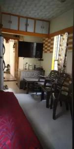 Gallery Cover Image of 360 Sq.ft 1 BHK Apartment for rent in Shukrawar Peth for 12000