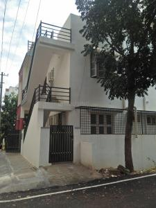Gallery Cover Image of 3200 Sq.ft 7 BHK Independent Floor for buy in J P Nagar 8th Phase for 14500000