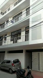 Gallery Cover Image of 1350 Sq.ft 2 BHK Apartment for buy in Sector 8 for 5400000