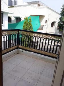 Gallery Cover Image of 1280 Sq.ft 2 BHK Apartment for rent in Chanakyapuri for 12500