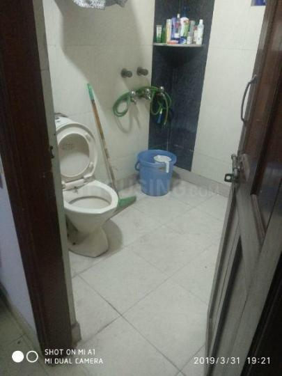 Common Bathroom Image of 500 Sq.ft 1 BHK Apartment for rent in Vikaspuri for 14000