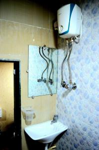Common Bathroom Image of Sunny's Hostel in Kandivali West