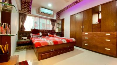 Gallery Cover Image of 1500 Sq.ft 3 BHK Apartment for buy in Vile Parle West for 60000000