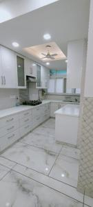 Gallery Cover Image of 2500 Sq.ft 4 BHK Apartment for rent in Reputed Delhi State CGHS, Sector 19 Dwarka for 65000