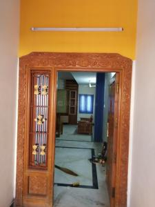 Gallery Cover Image of 1400 Sq.ft 3 BHK Independent House for rent in Velachery for 28000