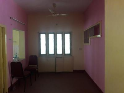Gallery Cover Image of 1300 Sq.ft 2 BHK Apartment for rent in Valasaravakkam for 18000