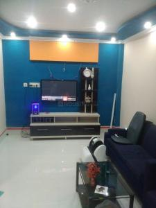 Gallery Cover Image of 1800 Sq.ft 4 BHK Independent House for rent in Agarpara for 20000
