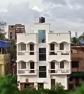 Gallery Cover Image of 700 Sq.ft 2 BHK Apartment for buy in Thakurpukur for 1850000
