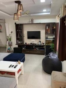 Gallery Cover Image of 1000 Sq.ft 2 BHK Apartment for buy in Shreya Elegance, Manikonda for 5400000