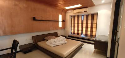 Gallery Cover Image of 3000 Sq.ft 3 BHK Apartment for rent in Fem United Classic, Bandra West for 350000