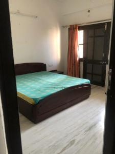 Gallery Cover Image of 2150 Sq.ft 3 BHK Apartment for buy in Navratna Complex for 7500000
