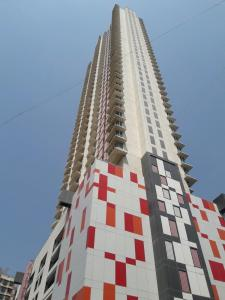 Gallery Cover Image of 1600 Sq.ft 3 BHK Apartment for buy in Goregaon East for 27700000