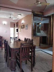 Gallery Cover Image of 1700 Sq.ft 2 BHK Independent Floor for rent in Sector 34 for 18000