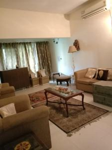 Gallery Cover Image of 850 Sq.ft 1 BHK Apartment for rent in Sector 37 for 20000