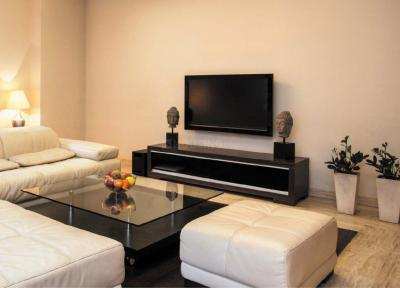 Gallery Cover Image of 830 Sq.ft 2 BHK Apartment for buy in Sion for 22500000