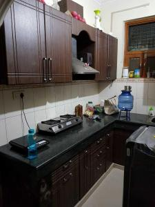 Gallery Cover Image of 630 Sq.ft 1 BHK Independent House for rent in Alpha I Greater Noida for 6500