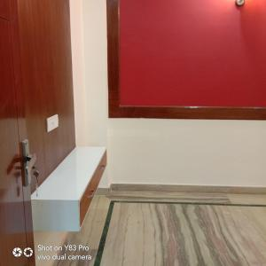 Gallery Cover Image of 1260 Sq.ft 3 BHK Independent Floor for rent in Chhattarpur for 20000