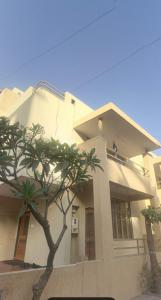 Gallery Cover Image of 3825 Sq.ft 4 BHK Independent House for buy in Motera for 25000000