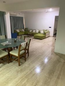 Gallery Cover Image of 3037 Sq.ft 4 BHK Apartment for rent in Navrangpura for 80000