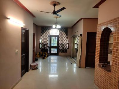 Gallery Cover Image of 1900 Sq.ft 3 BHK Independent Floor for rent in Sector 18 for 25000