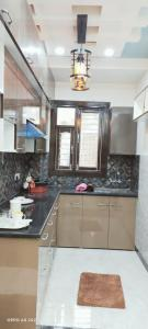 Gallery Cover Image of 1000 Sq.ft 3 BHK Apartment for buy in Uttam Nagar for 5800000