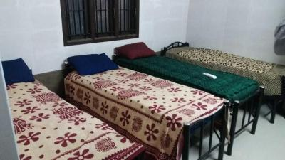 Bedroom Image of Sri Sai Deluxe Boys Hostel in Semmancheri