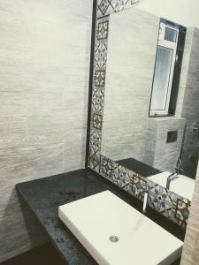 Gallery Cover Image of 1216 Sq.ft 2 BHK Apartment for rent in Bhandup West for 42000