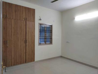Gallery Cover Image of 1250 Sq.ft 2 BHK Apartment for rent in Thoraipakkam for 16000