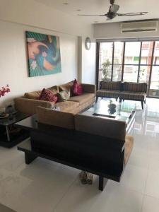 Gallery Cover Image of 1567 Sq.ft 3 BHK Apartment for buy in Khar West for 59900000